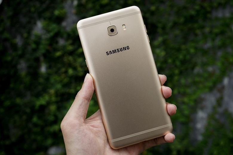 Mặt sau Samsung Galaxy C9 Pro