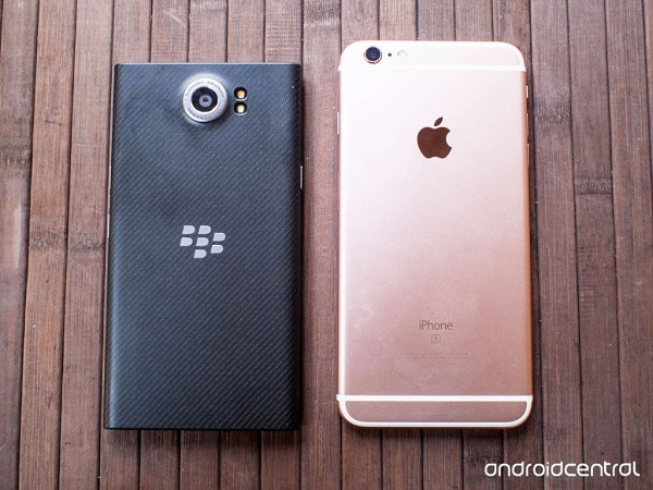 mat-sau-blackberry-priv-vs-iphone-6s-plus