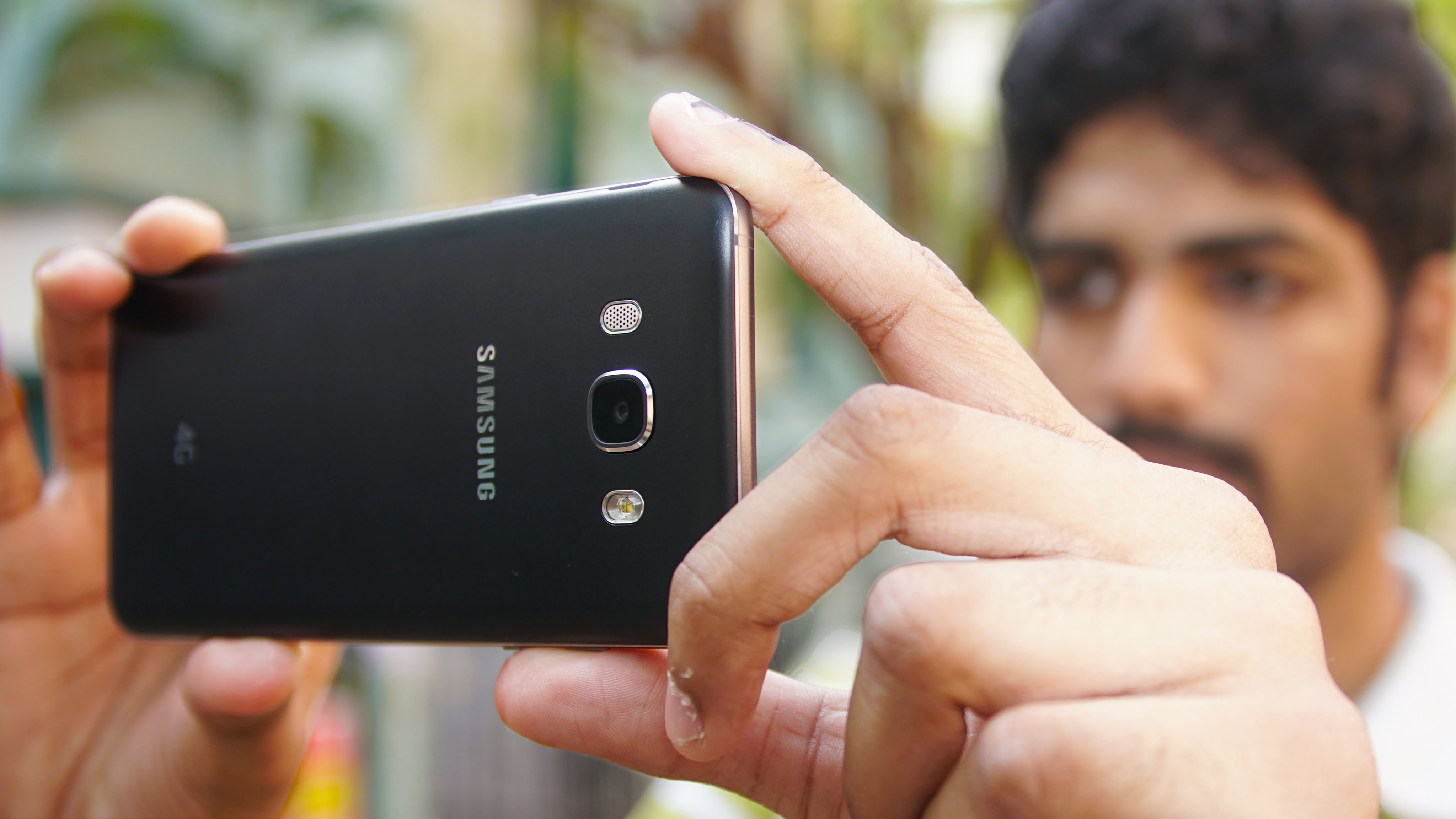 Mua Samsung Galaxy J7 2016