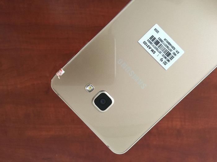 Đập hộp Samsung Galaxy A9 Pro 6