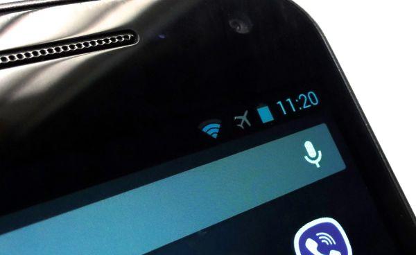 Bật tính năng Airplane mode hoặc ...tắt hoàn toàn thiết bị giúp sạc pin nhanh hơn