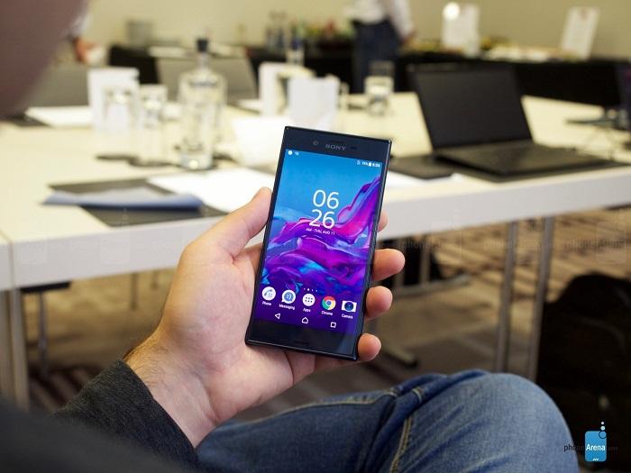 Trên tay bộ đôi Sony Xperia XZ và Xperia X Compact 6
