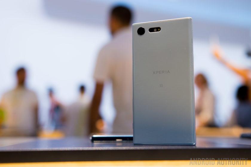 Trên tay bộ đôi Sony Xperia XZ và Xperia X Compact 8