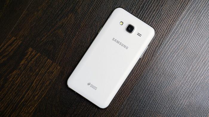 Mặt sau Samsung Galaxy J5