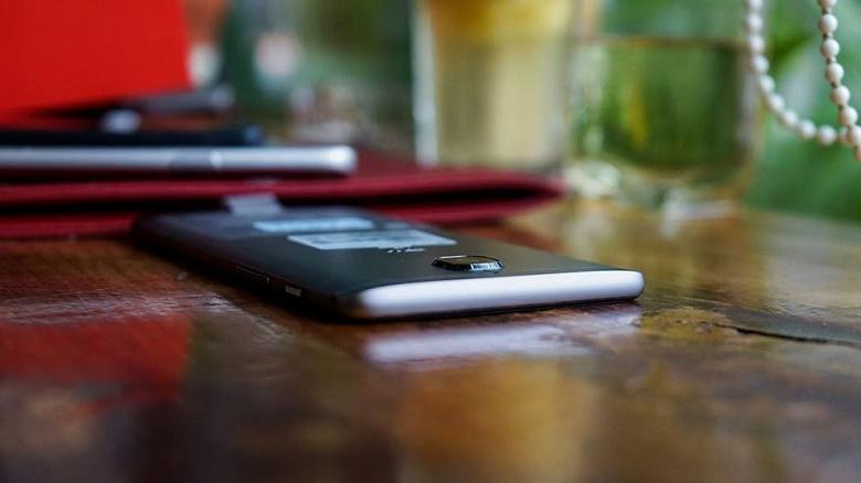 Mặt lưng OnePlus 3T