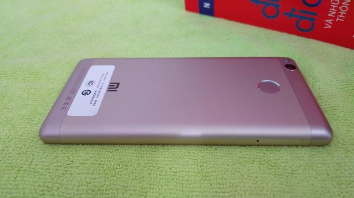 Mặt sau Xiaomi Redmi 3S