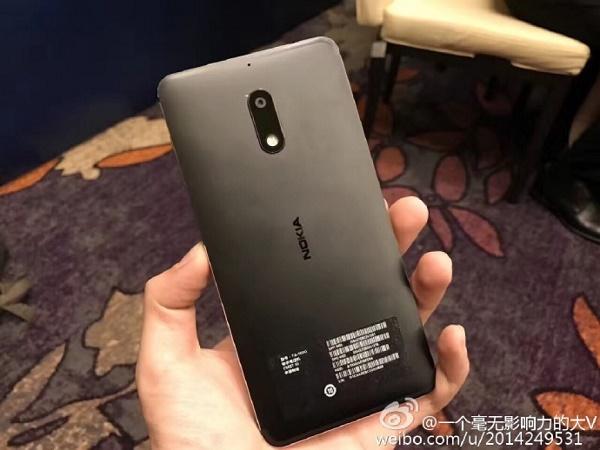 Mặt sau Nokia 6