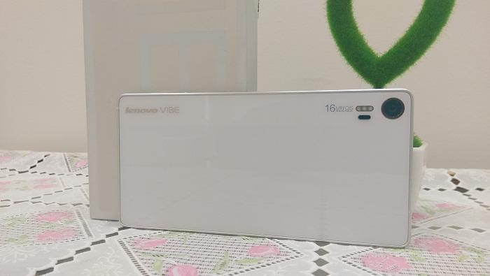 Mặt sau Lenovo Vibe Shot