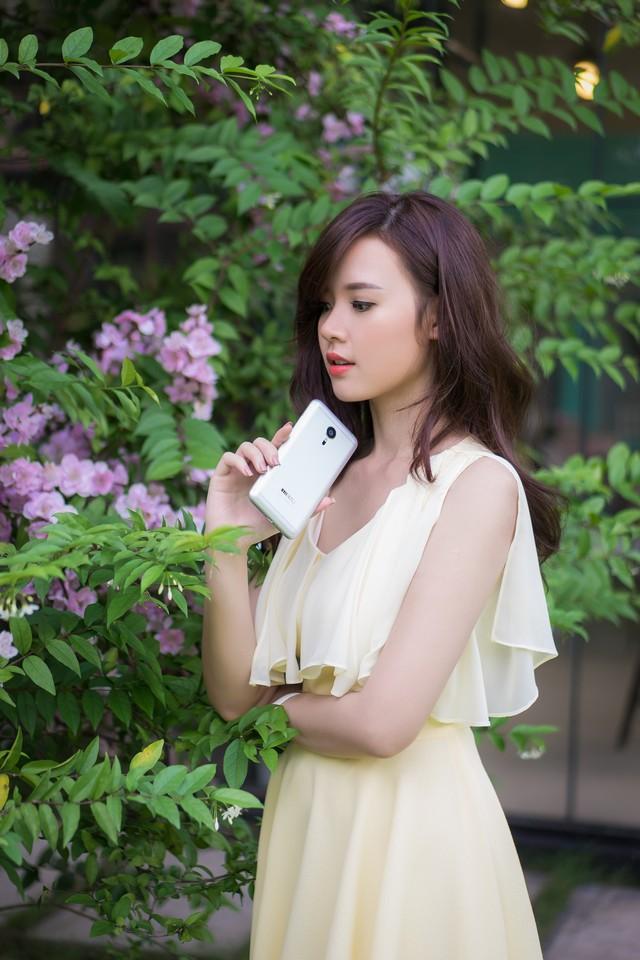 ảnh hot girl Midu và Meizu MX5 1