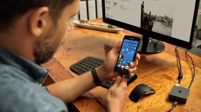 nguoi-dung-mua-lumia-950-xl-gia-649-duoc-tang-kem-display-dock