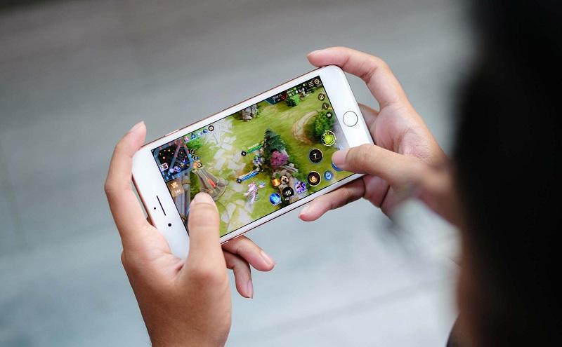 chơi game trên iPhone 8+