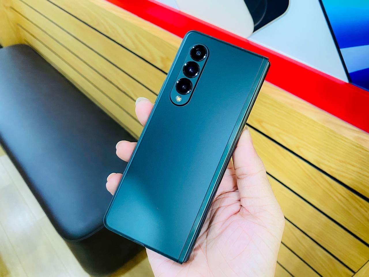 ngoại hình Samsung Z Fold 3 5G 512GB