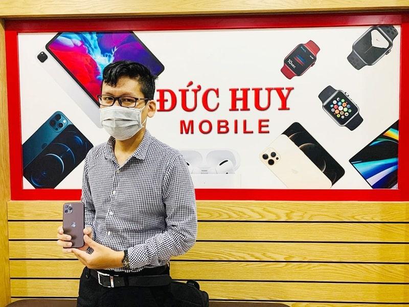 khách mua iPhone 11 Pro