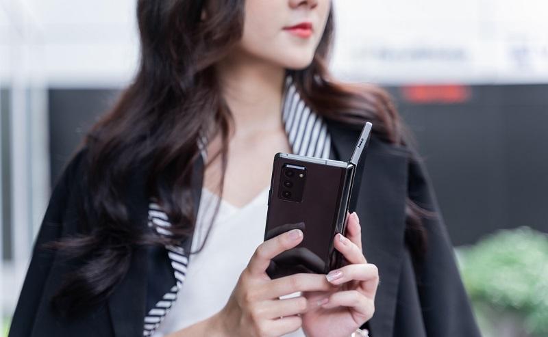 Mặt sau Galaxy Z Fold3 5G