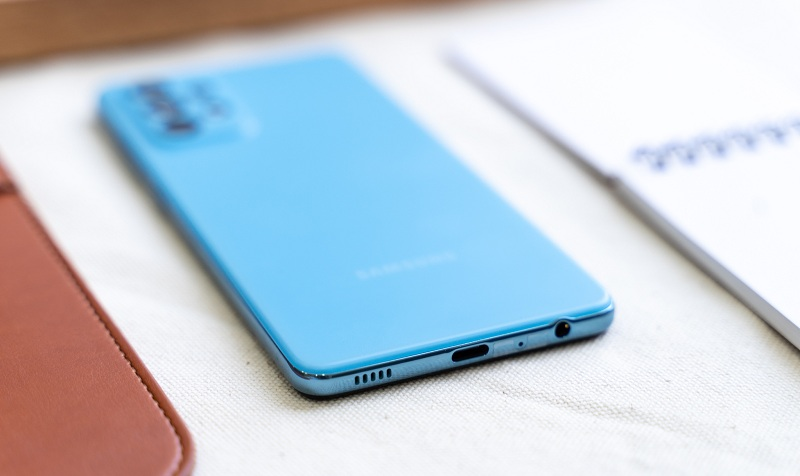 cạnh dưới Samsung Galaxy A52