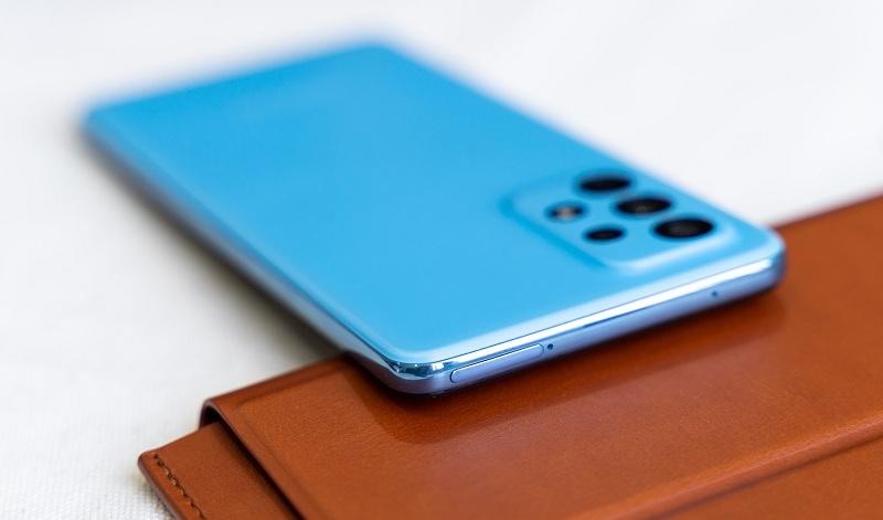 cạnh trên Samsung Galaxy A52