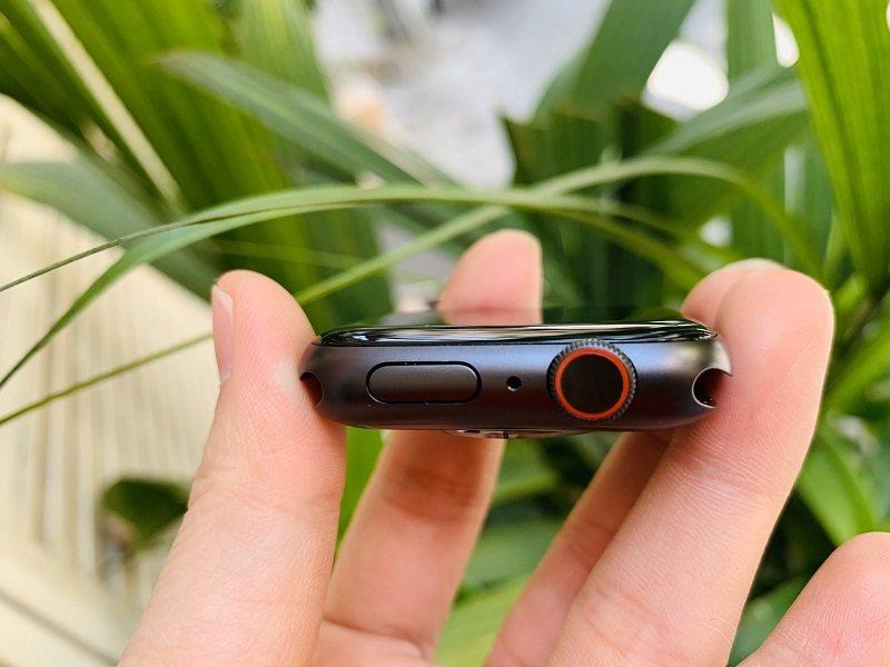 apple series 5 44mm lte đánh giá nút