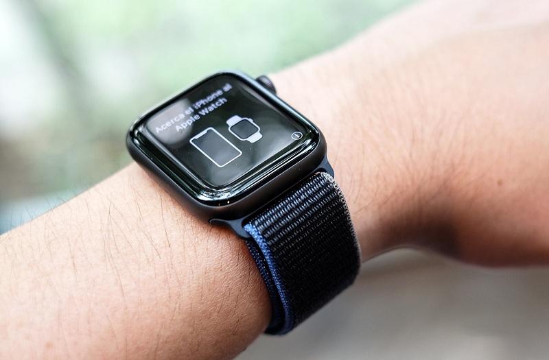 trên tay Apple Watch SE 40mm GPS Chính Hãng