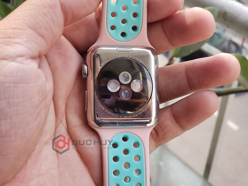 đánh giá apple watch series 3 42mm mặt lưng