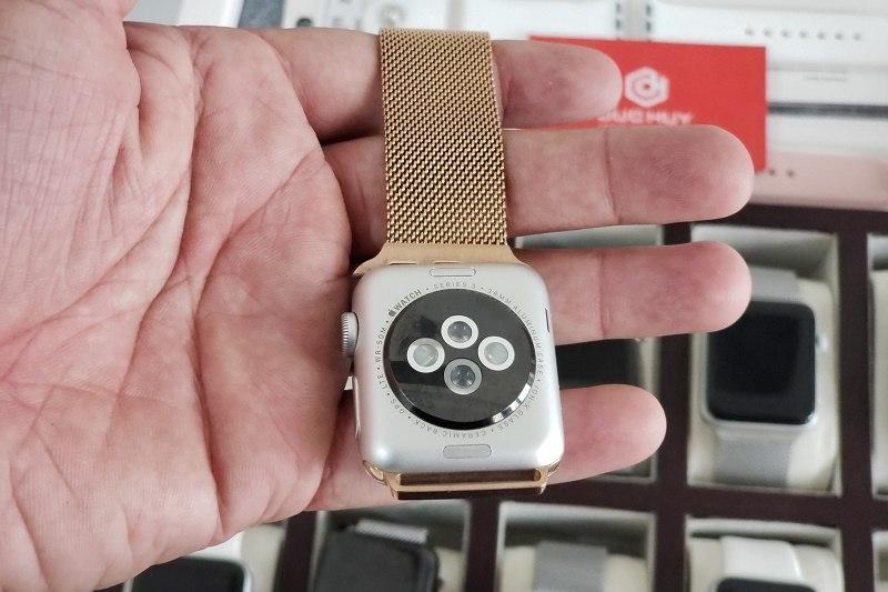 mua apple watch series 3 mặt lưng