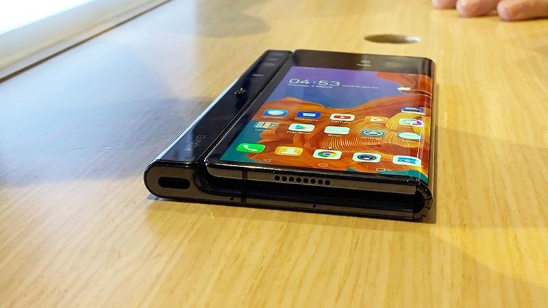 Huawei Mate X 5G màn hình gập