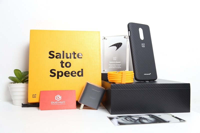 mở hộp oneplus 6t mclaren edition phụ kiện