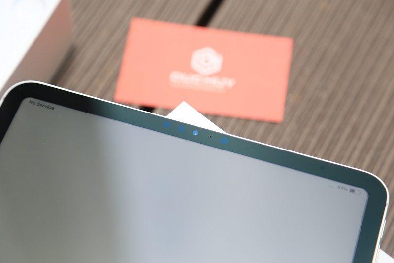 cận cảnh ipad pro 11 cạnh trên màn hình