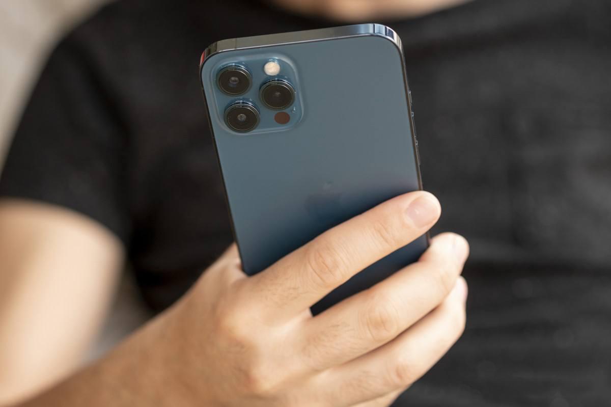 iphone 12 pro max trang bị 3 camera sau