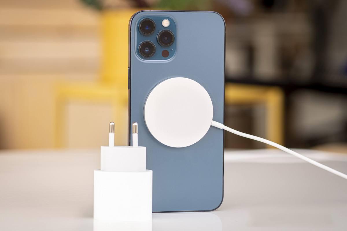 iphone 12 pro max trang bị sạc nhanh, sạc không dây