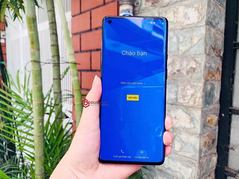oneplus 8 pro có màn hình AMOLED lớn 6.87 inch