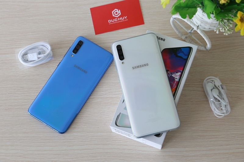 mua galaxy a70 smartphone tầm trung thiết kế