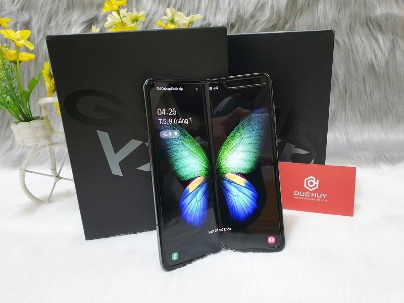 Samsung Galaxy Fold có hai màn hình