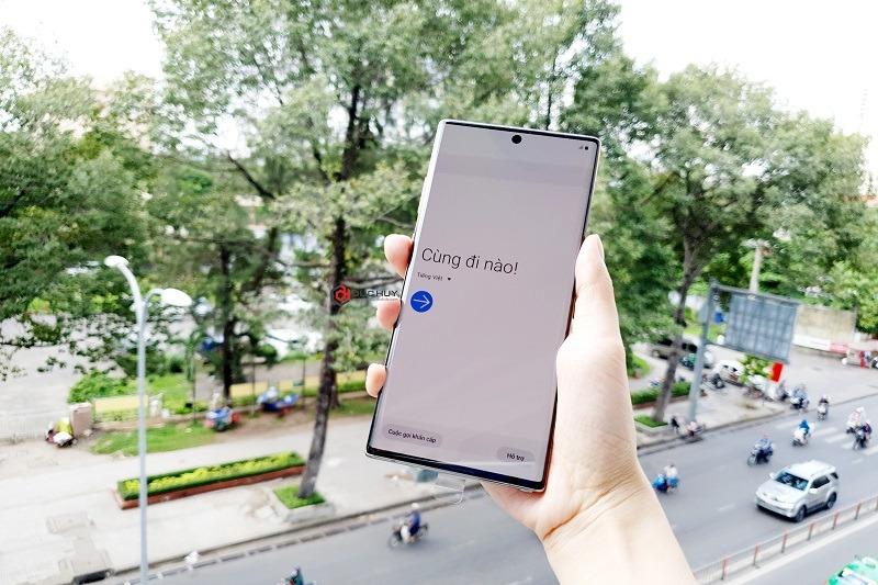 Note 10 Plus có màn hình 6.8 inch, độ phân giải Quad HD+.